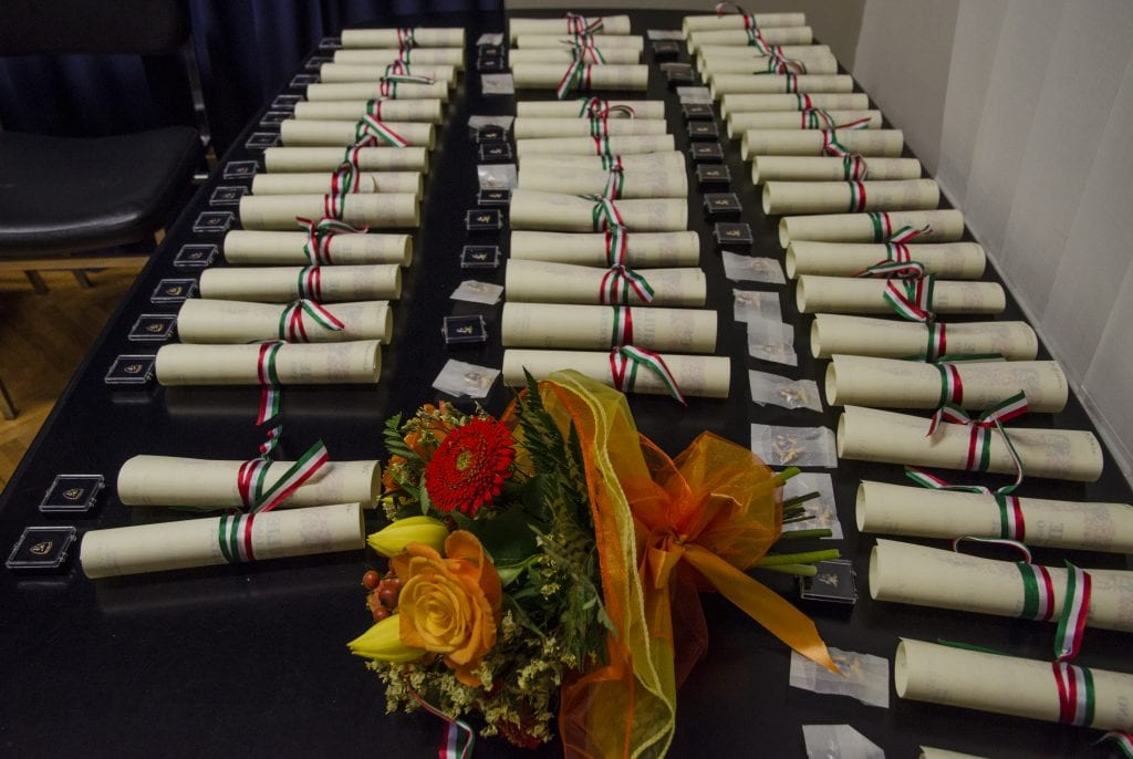 DSC_4297 fiori diplomi